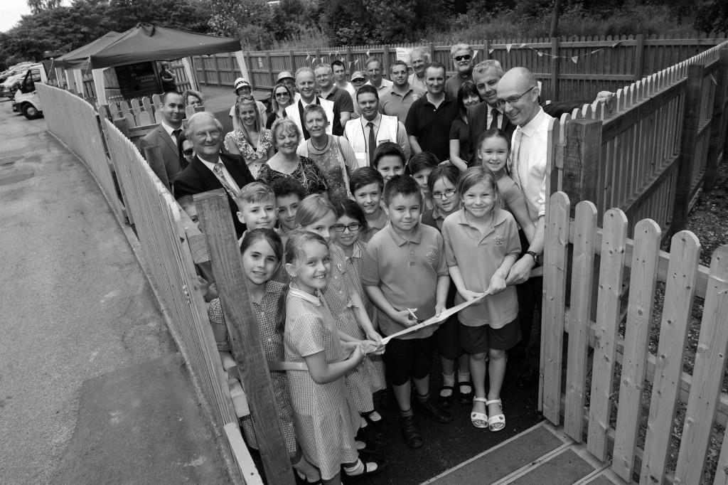 DSC_8457 - St Peters Junior School children cutting the ribbon